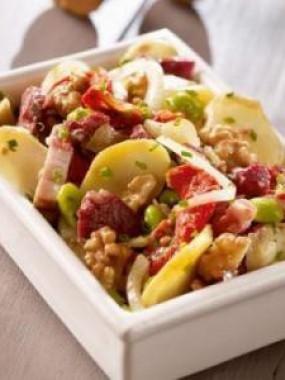 Salade périgourdine aux gésiers de canard confits et vinaigre de noix