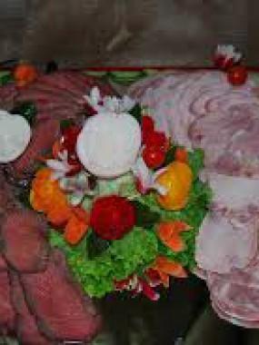 plateau roti boeuf/roti porc présenté sur plat